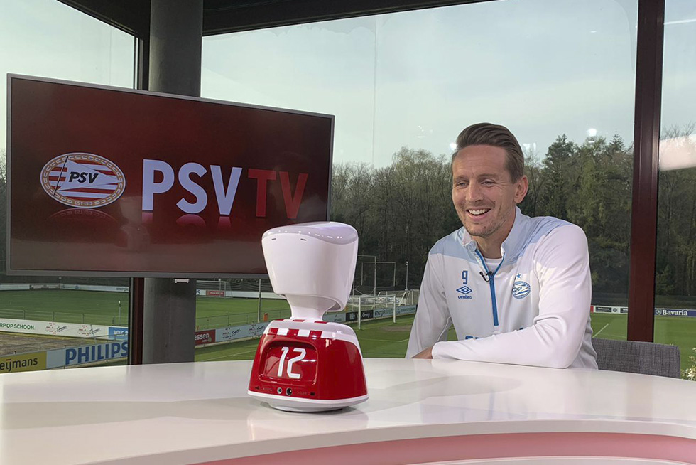 Luuk de Jong with robot pre-match